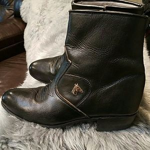 Shoes - VINTAGE BLACK LEATHER SILVER HORSE ANKLE BOOTS